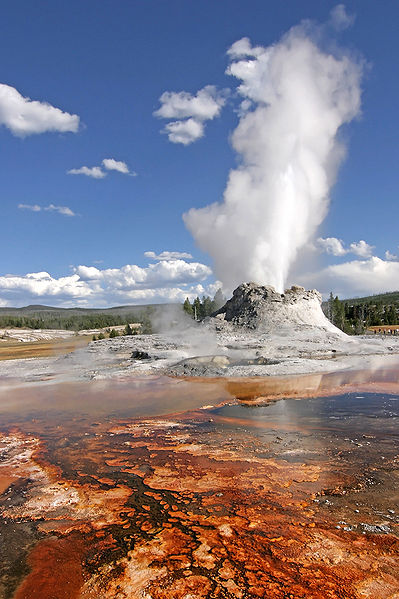 399px-Yellowstone_Castle_Geysir_Edit